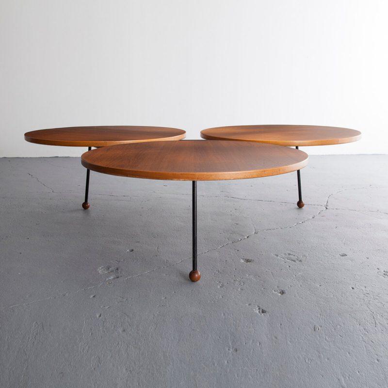 Coffee table with three circular tops in teak on an iron frame.