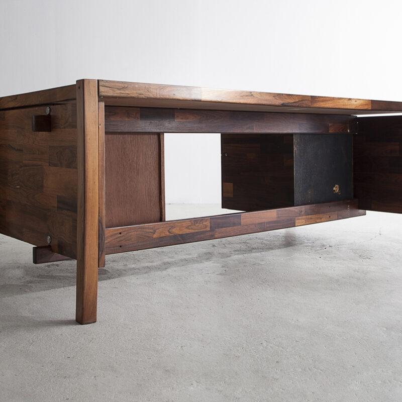 Large patchwork veneered desk in jacaranda with 2 drawers on each side.