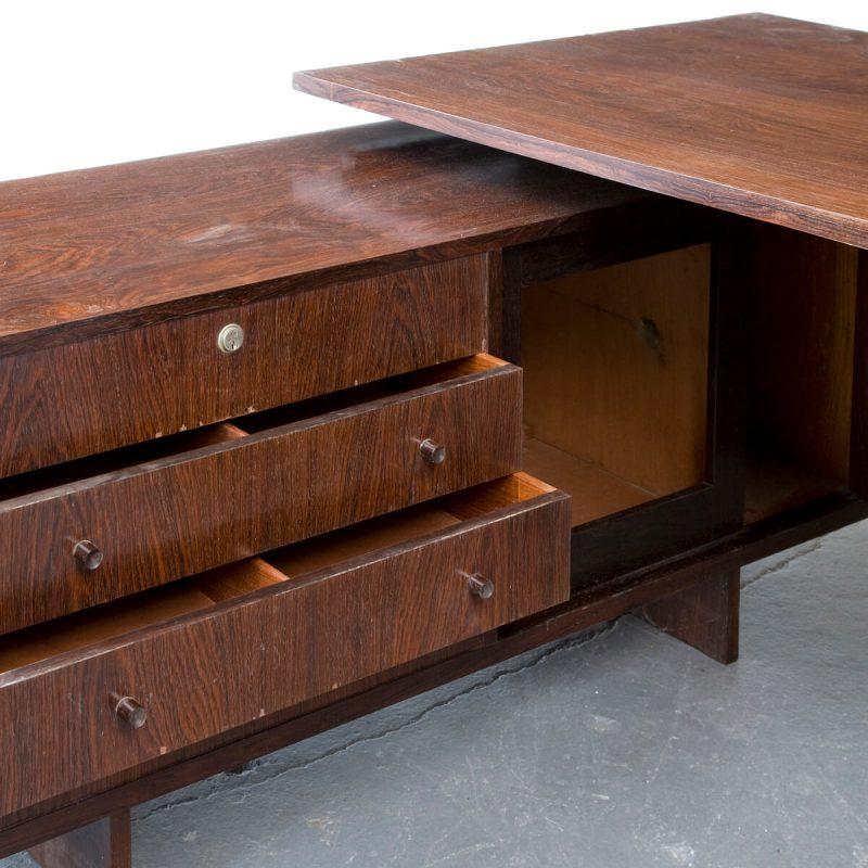 Wall-mounted desk in jacaranda