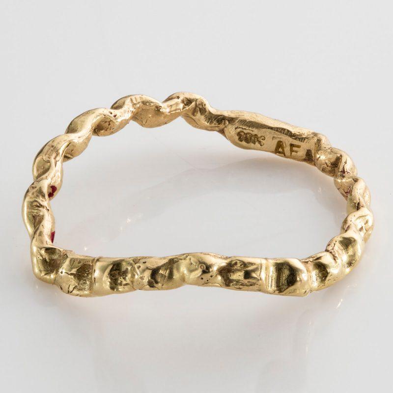Baroque 6 ring in 18k gold.