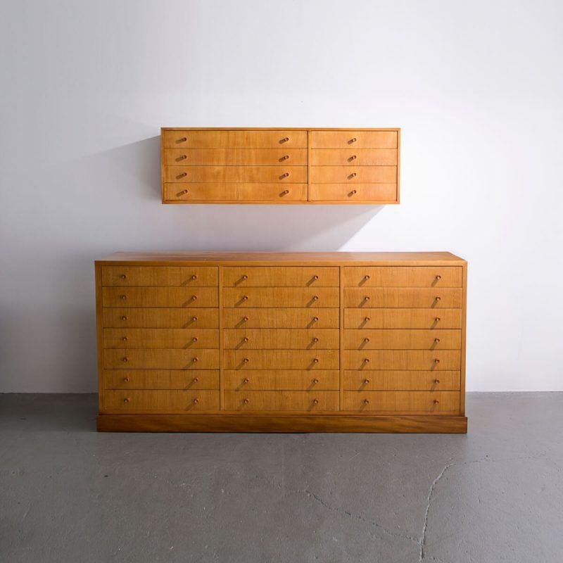Wall-mounted cabinet in pau amarello wood